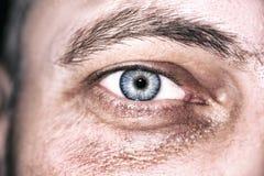 Bild Mann ` s des Abschlusses blauen Auges oben Lizenzfreies Stockbild
