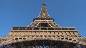 Bild mit der Eiffelturmgröße das Haupttourismussymbol in Paris stock footage