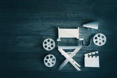 Bild mit Weinlesebeschaffenheit eines Direktornstuhls und der Filmeinzelteile Lizenzfreies Stockfoto