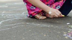 Bild på vägen med chalks stock video