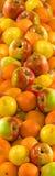 Bild vieler Äpfel und der Orange Lizenzfreie Stockbilder