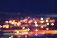 Bild von bunten unscharfen defocused bokeh Lichtern Bewegungs- und Nachtlebenkonzept stockfotos