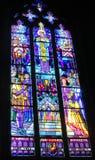 Bild von christlichen Heiligen auf Buntglas in der Kirche Stockfotografie