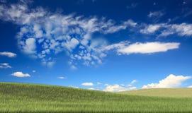 Bild von eine Herzwolke auf blauem Himmel Lizenzfreies Stockfoto