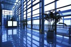 Bild von Fenstern morden herein Bürogebäude Lizenzfreie Stockfotos