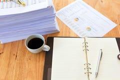 Bild von Geschäftsunterlagen auf Arbeitsplatz, Büro Lizenzfreies Stockfoto