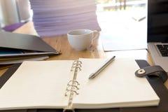 Bild von Geschäftsunterlagen auf Arbeitsplatz, Büro Lizenzfreie Stockfotografie
