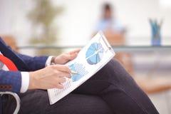 Bild von Geschäftsunterlagen auf Arbeitsplatz mit der Partnerwechselwirkung Stockfoto