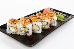Bild von geschmackvollen Sushi stellte mit Äpfeln und Erdnüssen ein Lizenzfreies Stockbild