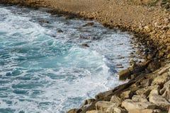 Bild von Meer, Küstengebiet mit Kieseln Stockfoto