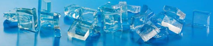 Bild von Stücken des Eises und der Wassertropfennahaufnahme Lizenzfreies Stockbild