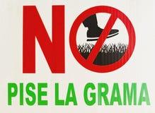 Bild von, zum nicht auf das Gras zu treten stock abbildung