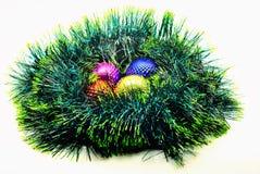 Bild Weihnachtsdekoration glänzende farbige Bälle auf einem GR Stockbild