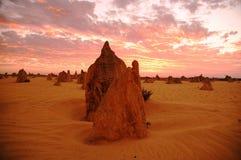Bild zeigt Berggipfel bei Sonnenuntergang in West-Australien Stockbilder