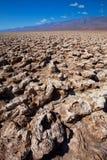 Bildande för jäkelgolfbanaDeath Valley salta lera Arkivbild