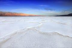 Bildande i Death Valley Kalifornien på dåligt vatten Arkivfoton