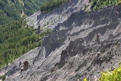 Bildandet av jordpyramider, franska Hautes-Alpes fotografering för bildbyråer