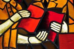 Bildbuch eines mehrfarbigen Buntglasfensters mit Irregular Stockbilder
