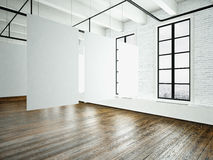 Bilddachboden-Ausstellungsinnenraum im modernen Gebäude Studio des offenen Raumes Leeres weißes Segeltuchhängen Holzfußboden, Zie lizenzfreies stockbild