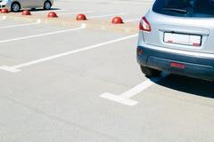 Bilden av bilar på parkering arkivfoton