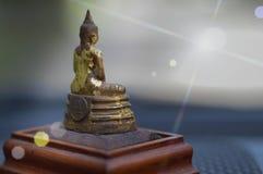 Bilden av Buddhaljus reflekterar royaltyfria bilder