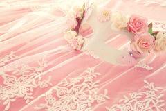 Bilden av den delikata eleganta venetian maskeringen över snör åt bakgrund Selektivt fokusera Royaltyfri Foto