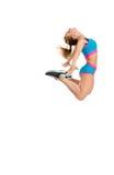 Bilden av den lyckliga kvinnliga idrottsman nen hoppar högt Arkivfoton