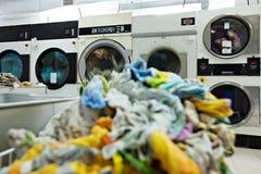 Bilden av smutsiga linnar tvättas Royaltyfri Fotografi