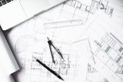 Bilden av teknik anmärker på bästa sikt för arbetsplats Konstruktion arkivfoto