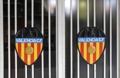 Bilden av Valencia CF på portar av den Mestalla stadion Royaltyfri Foto