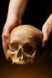 bilden för black för bakgrund 3d framförde den mänskliga skallen Signalljuseffekt Royaltyfria Foton