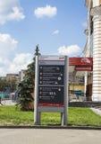 bilden för riktningen 3d framförde tecknet Savelovsky järnvägsstation i Moskva, Ryssland Arkivfoto