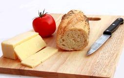 Bilden Sie ein Käse-und Tomate-Stangenbrot Lizenzfreie Stockbilder