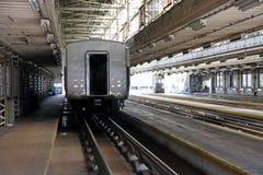 Bilden Sie im Depot, Massentrainsit in Japan aus. Lizenzfreies Stockfoto