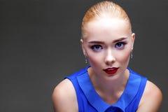 Bilden Sie Schöne blonde Frau Lizenzfreies Stockbild