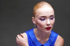Bilden Sie Schöne blonde Frau Lizenzfreie Stockfotografie