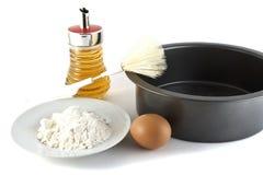 Bilden Sie sich für einen Fruchtkuchen, eine Bürste und Produkte Stockfotos