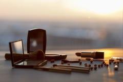 Bilden Sie Werkzeuge bei Sonnenuntergang lizenzfreie stockfotos