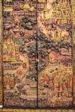 Bilder auf dem Kabinett (Thailand-Kultur) schnitzen lizenzfreies stockfoto