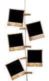 Bilder auf einem Seil mit Wäscheklammern, mit Beschneidungspfad für Bilder Stockfoto