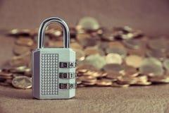Bilder av låset låsas med ett lösenord royaltyfria bilder