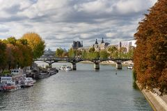 Bilder av Paris, medan promenera floden Seine Royaltyfri Fotografi