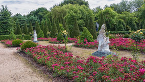 Bilder av portugisen arbeta i trädgården i parkera Mondo Verde Royaltyfria Foton