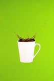 bilder för kaffesamlingsbegrepp minsta konst Fast bakgrund Kaffefärgstänk royaltyfria bilder
