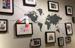 Bilder mit den Rahmen, die an der Wand hängen lizenzfreies stockfoto