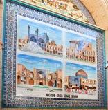 Bilder von Anziehungskräften der persischen Stadt auf bunten Fliesen der Basarwand Stockfoto
