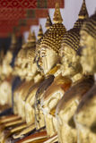 Bilder von Buddha bei Wat Pho oder bei Wat Phra Chetupon Vimolmangklarar Stockfotografie