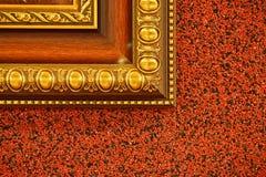 Bilderrahmen auf roter Wand Lizenzfreie Stockfotos