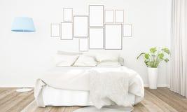 Bilderrahmencollage auf einer Schlafzimmerwand lizenzfreie stockfotografie