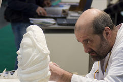 Bildhauer bei der Arbeit an BIT 2010 Lizenzfreie Stockfotografie